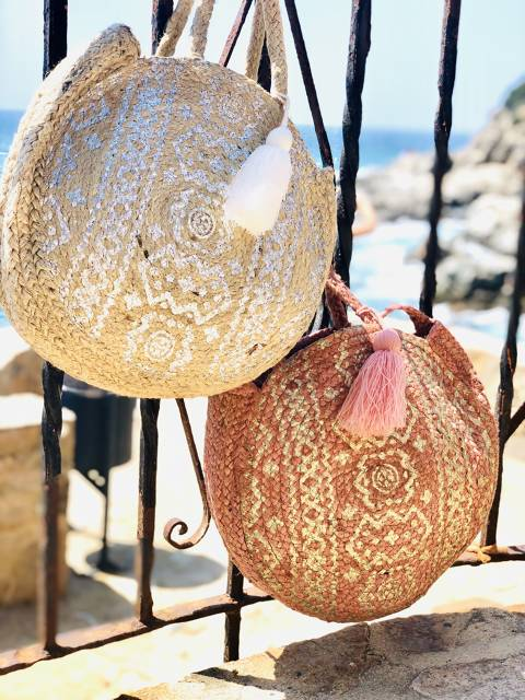 Rounded ethnic raffia bag